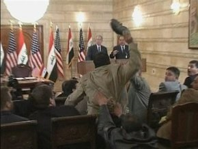 В Багдаде судят журналиста, бросившего ботинки в Буша