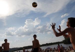 Киевская СЭС разрешила купаться на двух пляжах в Гидропарке