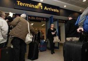 Сотни туристов не успели покинуть Тунис из-за комендантского часа