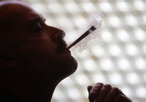 Австралийские борцы за легализацию марихуаны встретили Обаму десятиметровым косяком