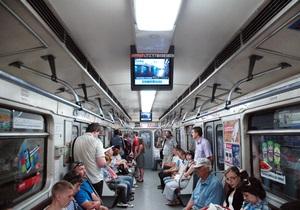 Киевляне голосуют в соцсетях за продление работы метро - СМИ