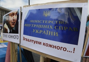 Захарченко - Оппозиция призывает Януковчиа отправить Захарченко в отставку