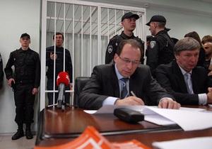 Адвокаты Луценко повторно обратились к Януковичу