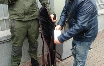 Поліція дізналася ім'я затриманого чоловіка зі зброєю біля Ради