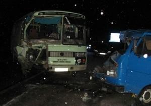 Новости Херсонской области - ДТП - В Херсонской области столкнулись автобус и легковой автомобиль, пострадали шесть человек