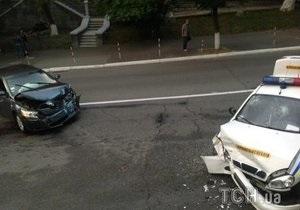 В Киеве автомобиль ГАИ попал в ДТП