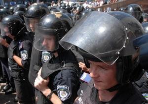 С начала протестов возле Украинского дома за медпомощью обратились 27 правоохранителей