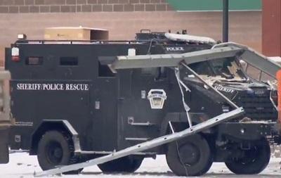 В США мужчина открыл стрельбу по полицейским