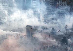 Фоторепортаж: Изгнание с Таксима. Турецкая полиция приняла жесткие меры для разгона демонстрантов