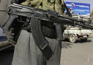 Охрана племянника Хамида Карзая открыла стрельбу по мирным жителям, есть жертвы