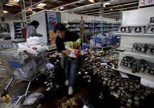 В пострадавшем от землетрясения Чили начали орудовать мародеры. Около ста человек остаются под завалами.
