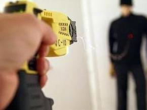 Американский полицейский ударил десятилетнюю девочку электрошокером