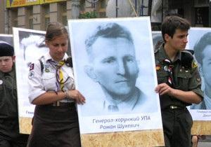 Суд обязал Симоненко опровергнуть клевету о награждении Шухевича Гитлером