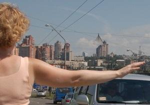 СМИ: Столичные таксисты берут плату за охлаждение воздуха в салонах