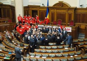 Оппозиция объявила мобилизацию после слухов о возможном силовом разблокировании Рады