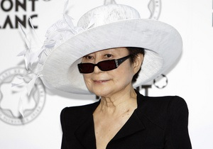 Фетишистская коллекция довела Йоко Оно до суда
