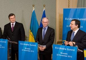 Ъ: Перед началом пресс-конференции Януковича и лидеров ЕС обвалился баннер с символикой Евросоюза