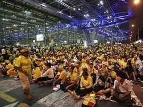 В заблокированном оппозицией аэропорту Бангкока прогремел взрыв