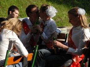ВР хочет повысить штрафы за продажу алкоголя и сигарет несовершеннолетним