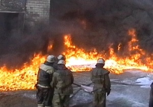В Николаеве сотрудники МЧС спасли нетрезвого охранника из горящего склада с водкой