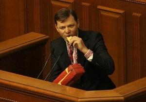 Украинский нардеп устроил показательное поедание сыра в стенах парламента