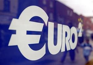 Межбанковский доллар тучнеет к выходным, евро ссыхается от зависти