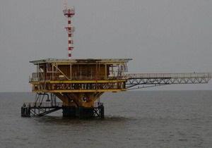 В Азовском море на буровой вышке произошел выброс газа