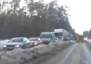 Стоять, не двигаться. Гигантская пробка на въезде в Киев возникла из-за халатности властей