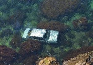СМИ узнали подробности спасения женщины, сорвавшейся на автомобиле с обрыва в Черное море