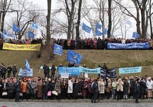 Участники многотысячного пикета под Кабмином начали расходиться после переговоров с властями