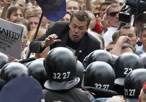 Беркут вытеснил с Майдана сторонников оппозиции