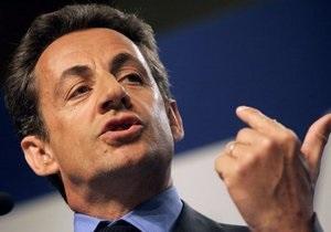 Социологи: Саркози проиграет Олланду во втором туре