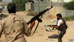 НПС против сторонников Каддафи: в Сирте продолжаются бои