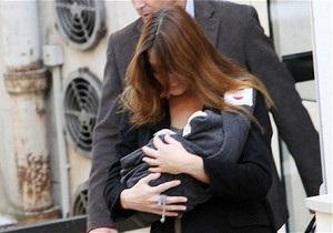 Опубликовано первое фото дочери Саркози и Карлы Бруни