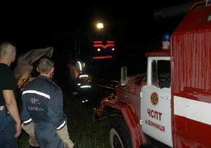 В Виннице микроавтобус упал с моста на железнодорожные пути