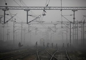 В России поезд столкнулся с бензовозом, есть жертвы