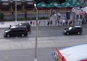 Даже птицы перестали летать: реакция жителей Луганска на кортеж Януковича. Видео