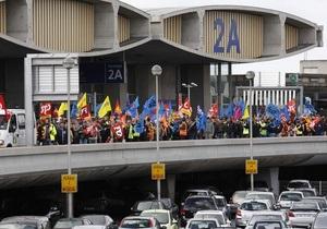 Демонстранты заблокировали вход в главный терминал парижского аэропорта Руасси