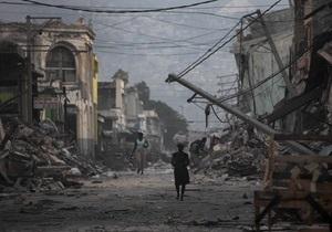 На Гаити в братских могилах похоронили уже 120 тысяч человек