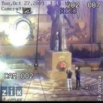Суд вынес приговор студенту, который помочился на памятник Шевченко в Черновцах