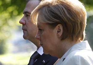 Медведев в Германии намекнул, что большую политику оставлять не намерен