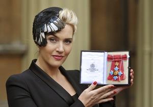 Елизавета II вручила Кейт Уинслет орден Британской империи