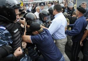 На Крещатике снова началась потасовка. Тимошенко попросила депутатов пойти и разобраться