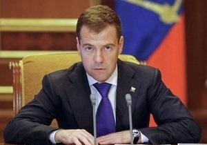 Медведев раскритиковал чиновников  в Twitter