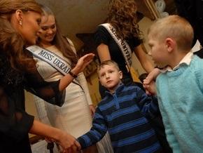 Фотогалерея: Мисс Вселенная и украинские дети