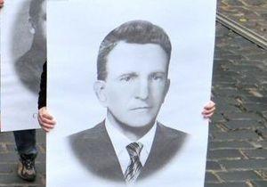 ВАСУ перенес заседание по делу о присвоении Шухевичу звания Героя Украины