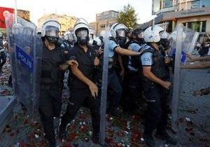 Турецкая полиция разогнала свадебную процессию на площади Таксим