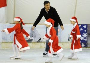 Саакашвили воспользовался визитом в Эстонию, чтобы покататься на коньках