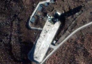 КНДР начала демонтировать ракету со спутником - СМИ