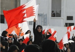 В Бахрейне десятки тысяч человек вышли на акции протеста
